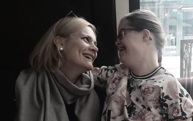 Gerda Lemke oma tütre Melissaga, kes sündis Downi sündroomiga. Paraku peab ta pidevalt riigile tõestamas, et see pole