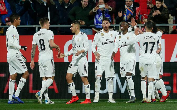 Madridi Reali mängijad värava üle rõõmustamas.