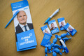 Предвыборные сувениры партий.