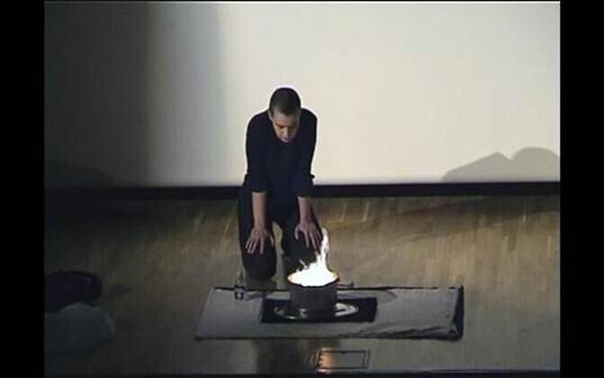 Ene-Liis Semper & Kiwa. Püha liit. 18. juuni 1999. Performance Eesti Pangale kuuluvas Maardu mõisas.