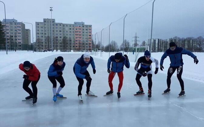 Ледовая площадка для конькобежного спорта на стадионе Хярма.
