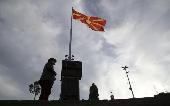 Makedoonia lipp Skopje peaväljakul.