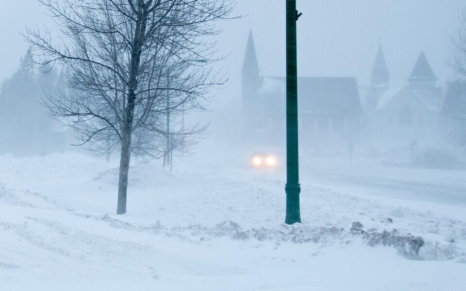 Водителей призывают к осторожности на дорогах.