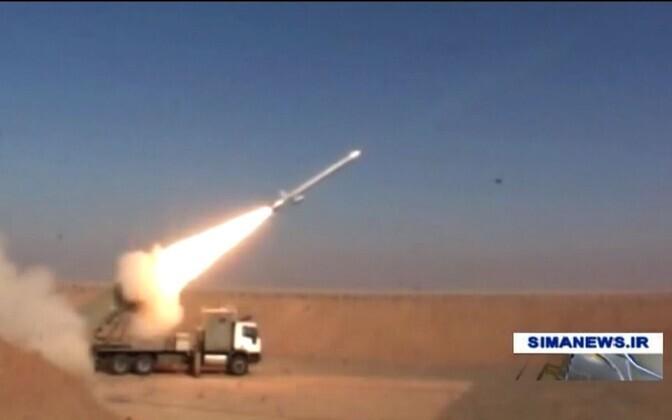 Kuvatõmmis IRIB TV videost Iraani raketikatsetuse kohta.