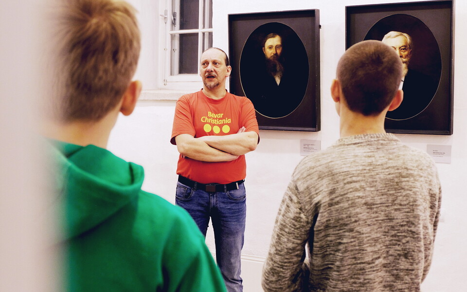 Tanel Mazur addressing his students during a field trip to Narva Art Gallery. 30 January 2019.