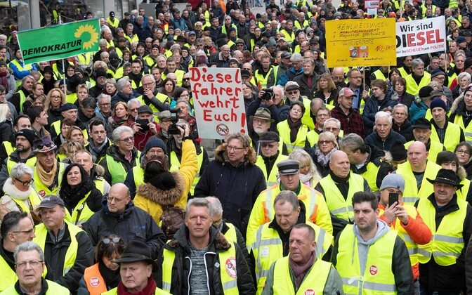 Diiselautode kasutamise keelu vastu protestijad Saksamaal Stuttgartis.