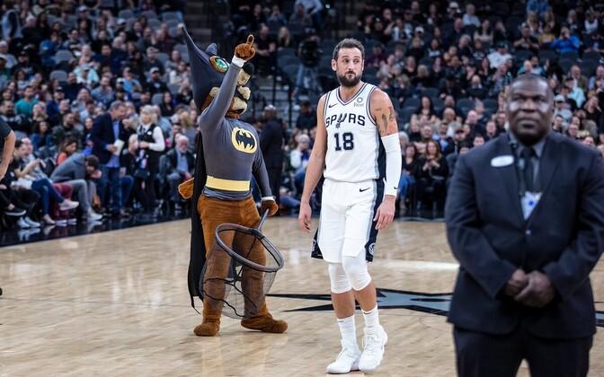 San Antonio Spursi maskott Koiott nahkhiirejahil