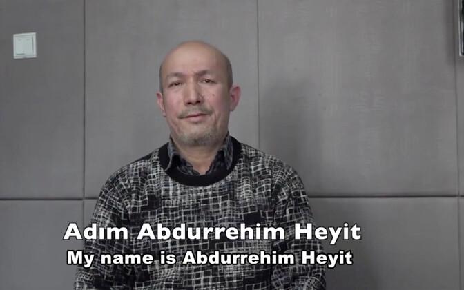 Hiina poolt avaldatud video stoppkaader, kus on näha, kuidas mees nimetab end Abdurehim Heyitiks.