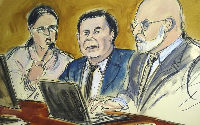 Эль Чапо (в центре) в зале суда.