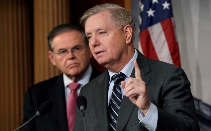 Senaatorid Lindsey Graham (paremal) ja Bob Menendez.