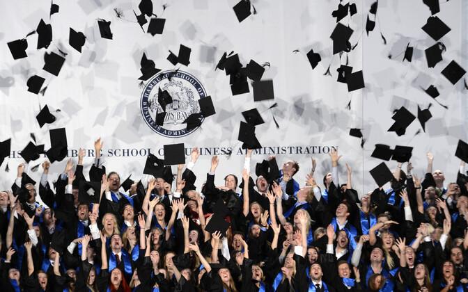 Hamburgi äriülikooli tudengite lõputseremoonia.
