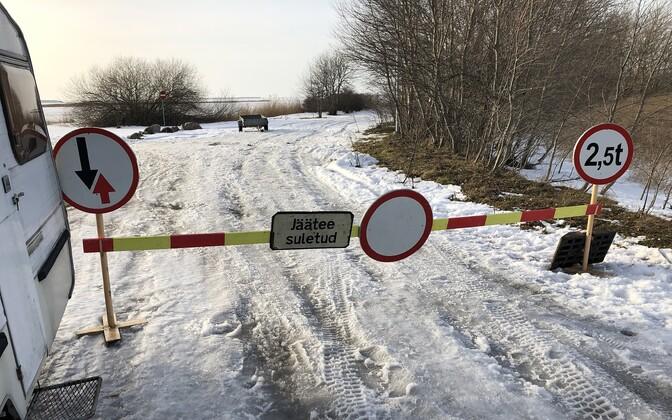 Ледовую трассу Хаапсалу-Ноароотси открыли 15 февраля всего на несколько часов.