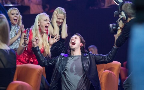 Victor Crone hearing that he is the winner of 2019's Eesti Laul.