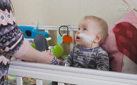 У маленького Олега тяжелый недуг иммунной системы, который делает его очень восприимчивым к возбудителям инфекций.
