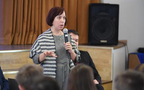 Майлис Репс на встрече с работниками Кохтла-Ярвеской Ярвеской гимназии.