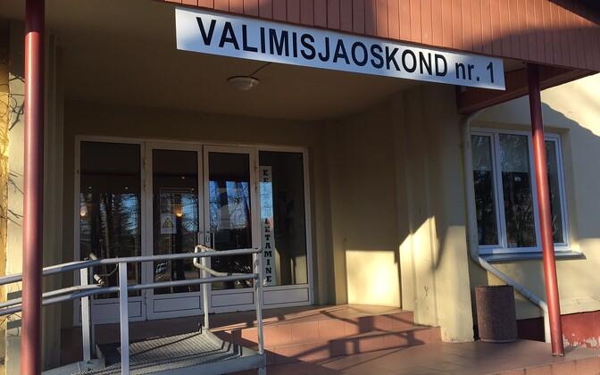 Polling place in Kärdla, Hiiumaa.