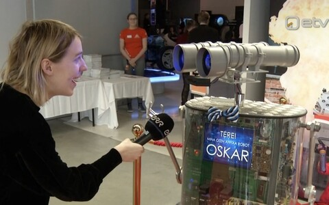 В открытии центра после ремонта помогал робот Оскар.