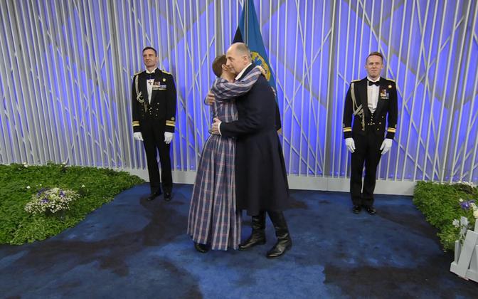 Kallistamishetk kell 20.19: president Kersti Kaljulaid ja Georgi-Rene Maksimovski