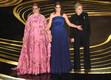 Esimese preemia, parima naiskõrvalosa Oscari andsid üle Tina Fey, Maya Rudolph ja Amy Poehler