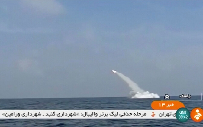 Пуск крылатой ракеты с иранской подлодки.