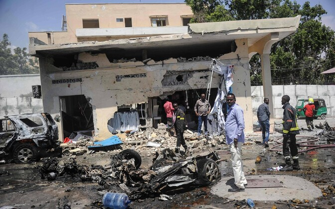 Terrorirünnaku jäljed Mogadishu valitsushoone ees.