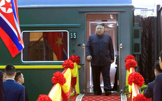 Ким Чен Ын и Дональд Трамп прибыли в Ханой.