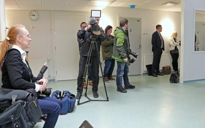 Ajakirjanikud teisipäeval Oulu kohtuhoones.