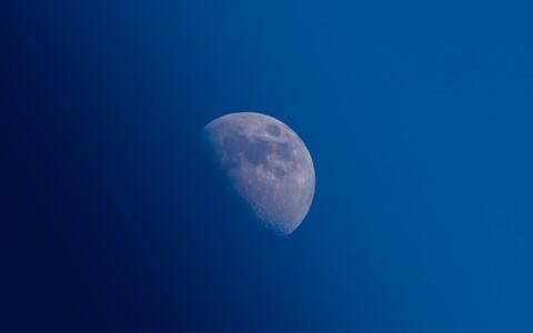 На расстоянии 60 000 км от Земли на кубический сантиметр пространства приходится 70 атомов водорода.