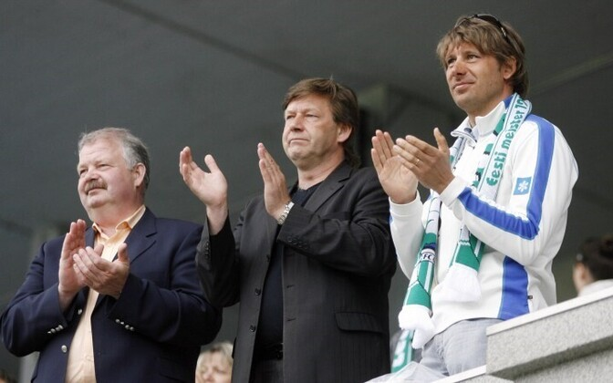 Юрий Чурилкин (в центре) на одном из футбольных матчей.