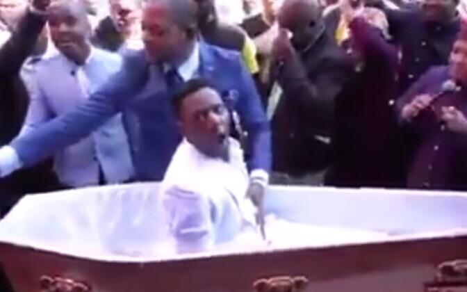 Lõuna-Aafrika Vabariigi pastori Alph Lukau etteaste.