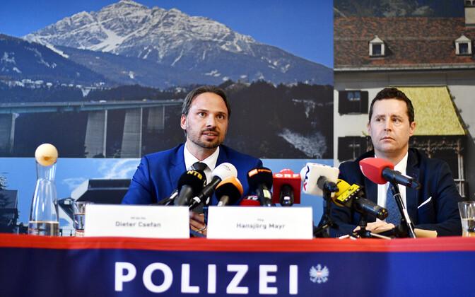 Dieter Csefan pressikonverentsil