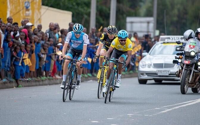 Rein Taaramäe (keskel) Rwanda velotuuri 4. etapil