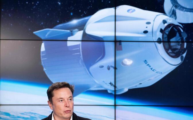 Илон Маск на пресс-конференции после запуска космического корабля.