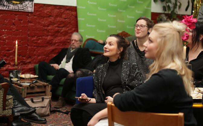 Rohelised riigikogu valimiste tulemusi jälgimas.