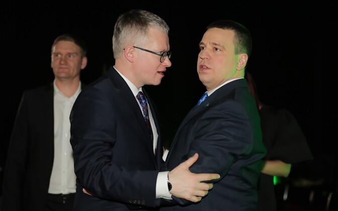 Янек Мягги (слева) в отличие от Юри Ратаса в парламент не прошел.