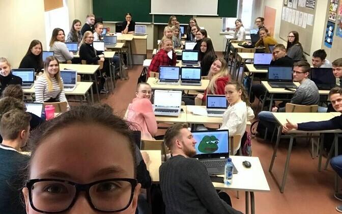 Tartu Jaan Poska Gümnaasiumist osales 2018. aastal Vikerraadio e-etteütlusel lausa 4/5 kooliperest