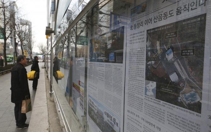 Uudis Põhja-Korea Sohae raketipolügooni kohta Souli tänaval.