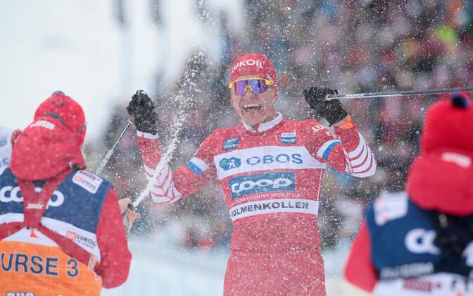 Aleksandr Bolšunov Holmenkolleni maratoni finišis.
