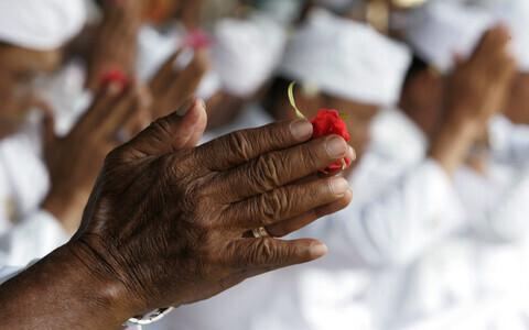 Indoneesia Hinduismi kummardajad palvetavad rituaaltseremoonial