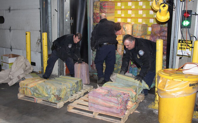 Politseinikud Newarki sadamas tabatud suurima kokaiinilastiga.