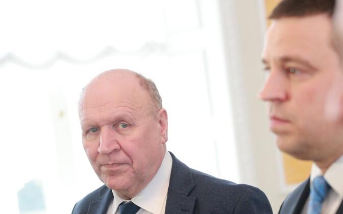 Март Хельме, Юри Ратас и Хелир-Валдор Сеэдер.
