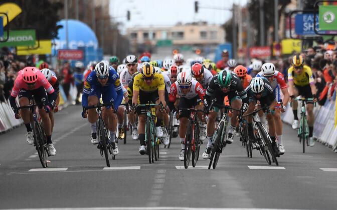Pariis-Nice'i velotuuril näitas grupifinišis parimat kiirust Sam Bennett
