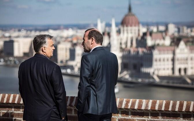Manfred Weber (paremal) Ungari pealinnas Budapestis Viktor Orbániga.