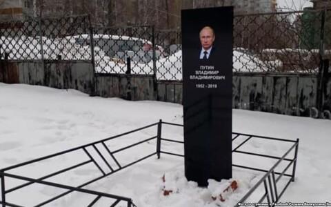 Активисты Набережных Челнов выразили свой протест в связи с ограничением свободы интернета установкой надгробия российскому президенту.
