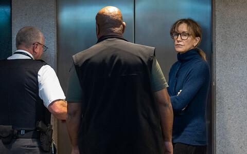 Vahi alla võetud näitleja Felicity Huffman 12. märtsil Los Angelese kohtuhoones.