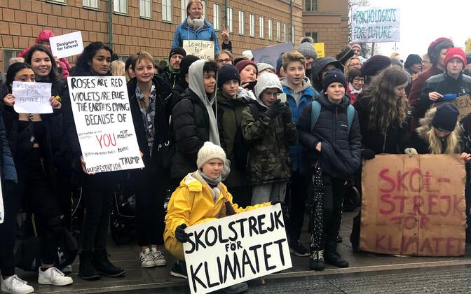 Koolinoorte kliimaprotestid said alguse Rootsi tüdruku Greta Thunbergi aktsioonist.