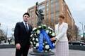 Возложение венка к мемориалу жертвам коммунизма а Вашингтоне.