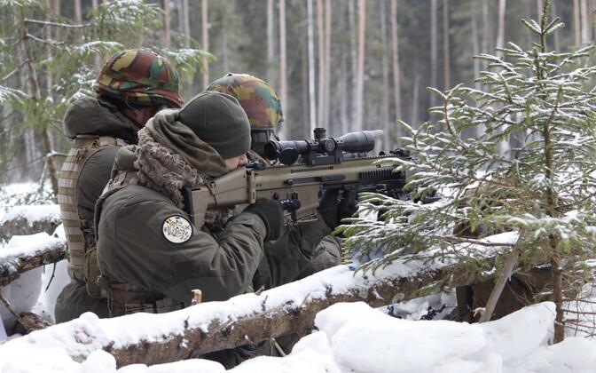 Viru pataljoni ajateenijad harjutasid koos Belgia liitlastega lahingtegevusi.