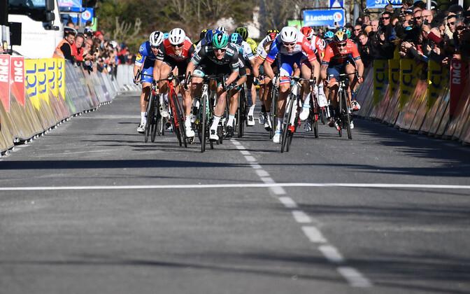 Sam Bennett teenis pariis-nice'i velotuuri kuuendal etapil teise etapivõidu