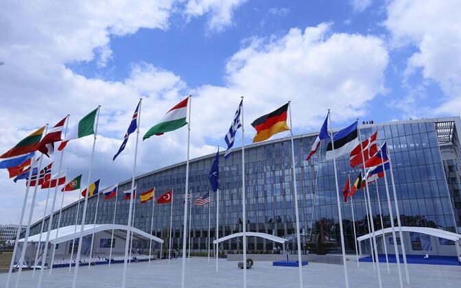 Alliansi liikmesriikide lipud Brüsselis NATO peakontori ees.